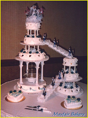 Fountain cake with bridges